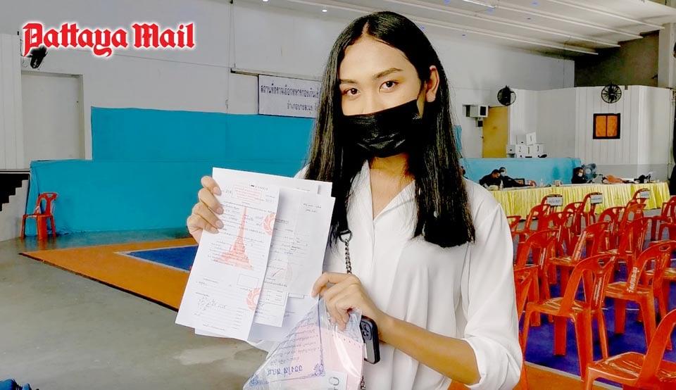 24 ladyboys show up at Pattaya military draft - Pattaya Mail