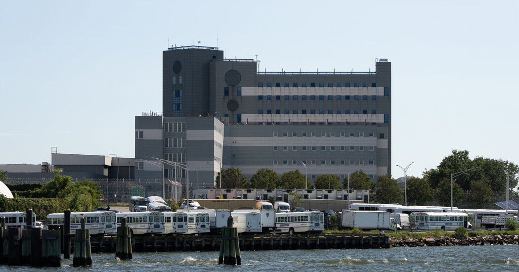 Women and Transgender People to Be Transferred From Rikers - The New York Times
